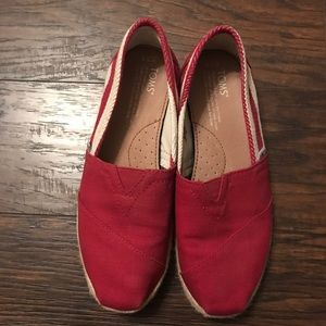 TOMS - red and white